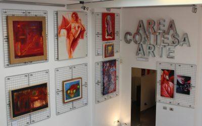Area Contesa Arte si tinge di Rosso Scarlatto