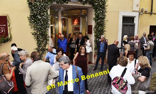 Area-Contesa-Arte_eventi_foto-gallery_three-rosso-scarlatto